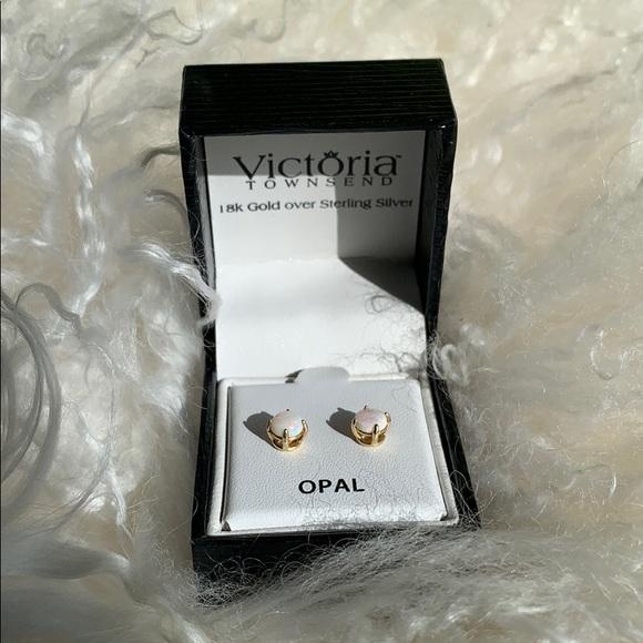 bdc913d40a913 Victoria Townsend 18k/silver Opal stud earrings NWT